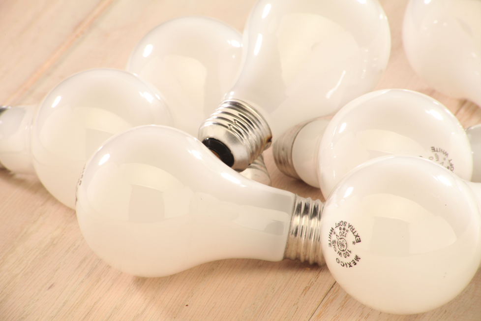 Photo of several light bulbs in a pile.